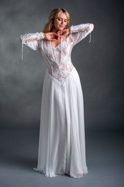 03823 Lace and Silk Robe